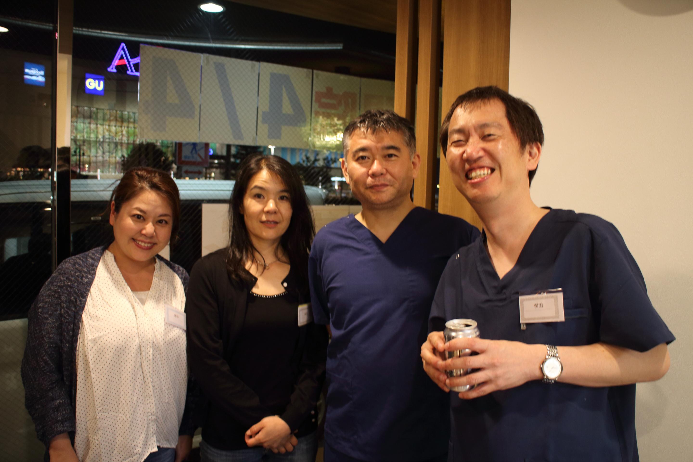 津山先生(右から2人目、右端は当院の保田理事長)